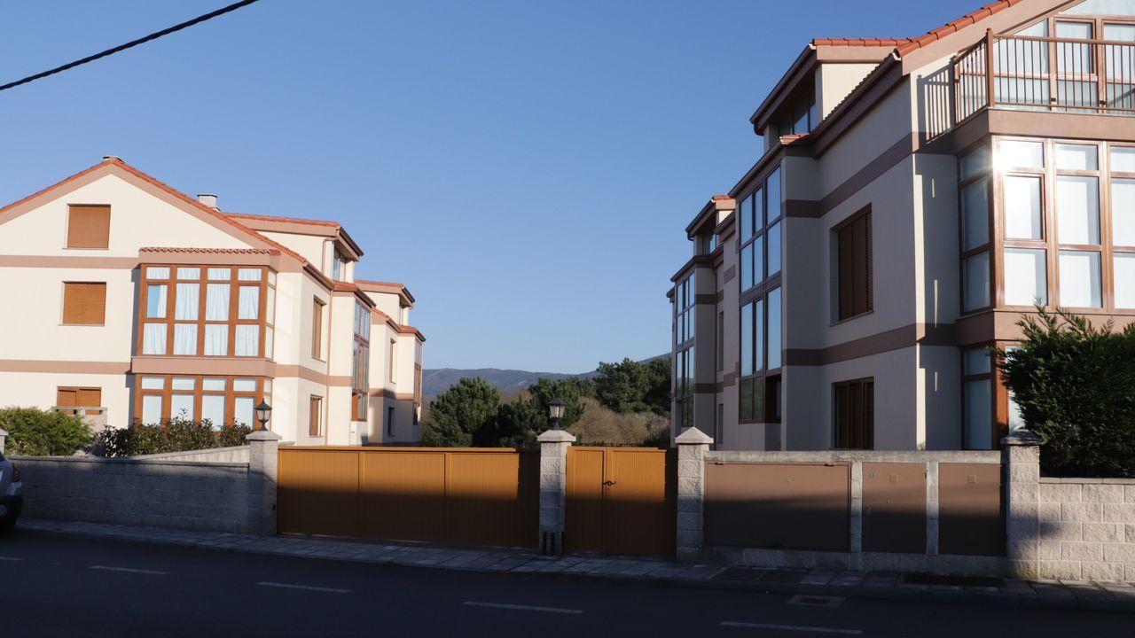 En la urbanización de Portocubelo hay viviendas ocupadas y otras que quedaron sin vender en su momento y que ahora se subastan
