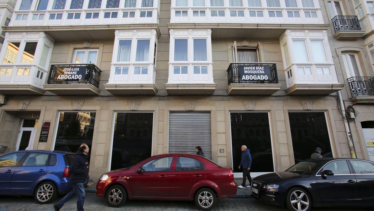 El Black Friday llena las zonas comerciales de A Coruña.Zara.com, 63.000 metros cuadrados en Arteixo. El edificio, que está en construcción, albergará las infraestructuras necesarias para las producciones audiovisuales que realiza habitualmente la compañía. La dirección de la multinacional asegura que estará dotado con los sistemas más avanzados de ecoeficiencia, tanto en su construcción como en su posterior gestión de residuos y de energía
