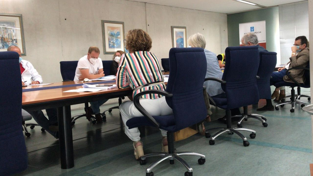 Miembros del comité de empresa, en la reunión de esta mañana con el conselleiro de Industria