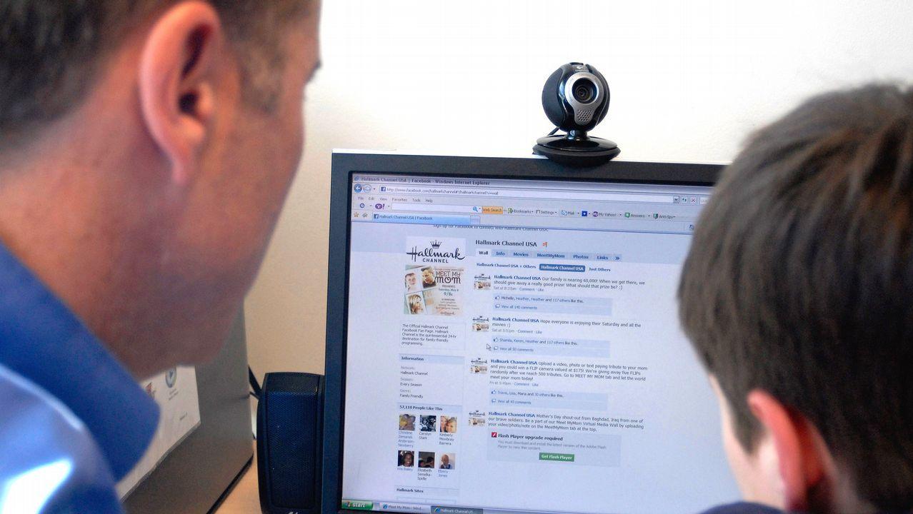 Facebook se desploma en bolsa tras el escándalo de las filtraciones.Billetes de euro