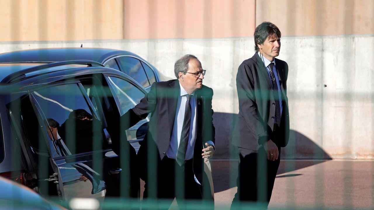 La entonces presidenta del Parlament de Cataluña, Carme Forcadell (centro) , en octubre del 2017, acompañada de los miembros de la Mesa, Joan Josep Nuet (izquierda) Lluis Guinó (segundo por la izquierda), Anna Simó (segunda por la derecha) y Ramona Barrufet (derecha).