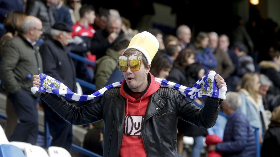Búscate en la grada del Deportivo-Espanyol.Cavaleiro celebra su gol a Alemania