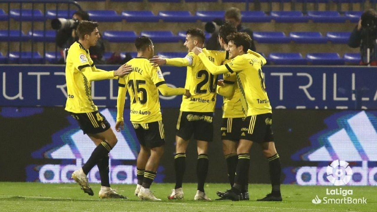gol Borja Sanchez Zaragoza Real Oviedo La Romareda.Los futbolistas del Real Oviedo celebran el gol de Borja Sánchez
