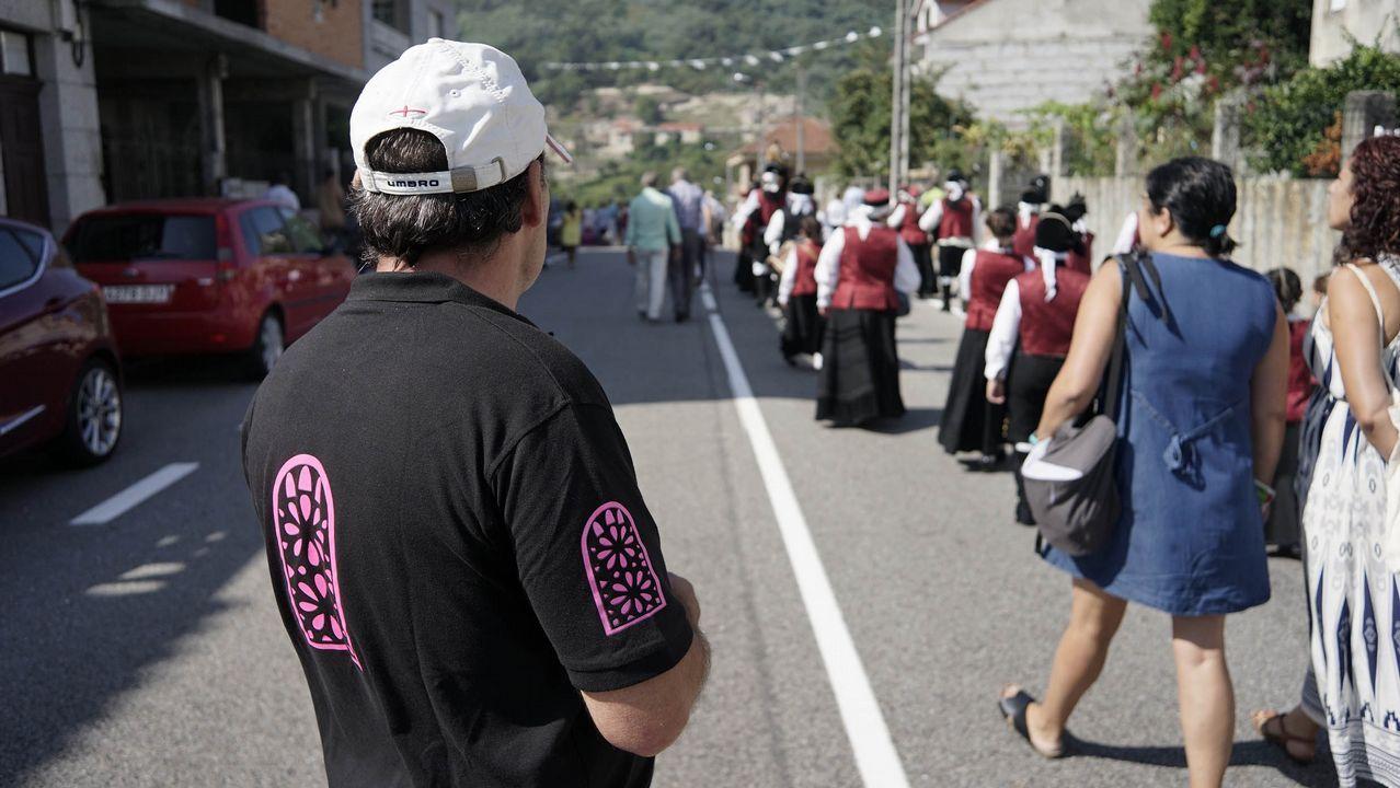 Cementerios singulares de Ourense.Ribadavia vive el día grande de las Festas do Portal