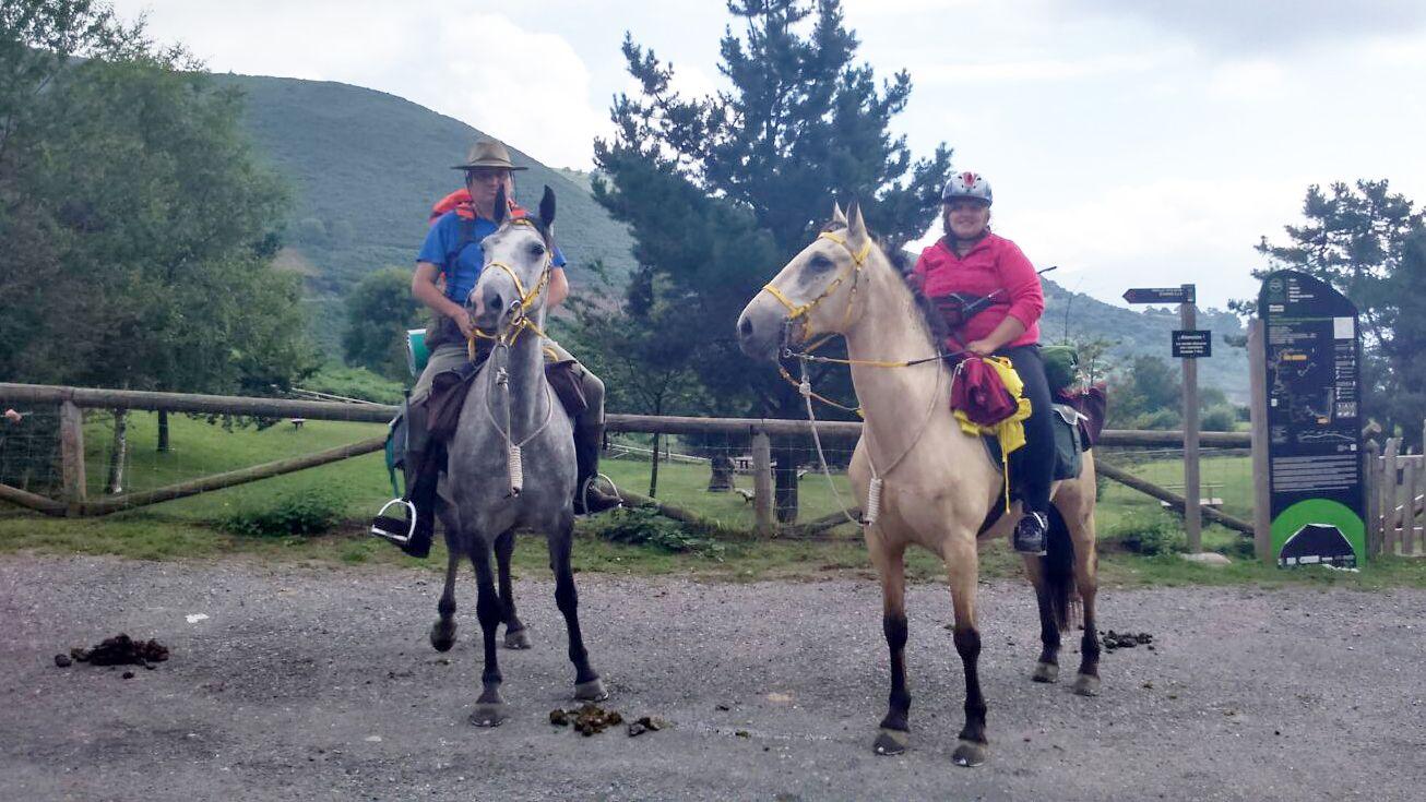 La comarca de los Oscos, Pueblo Ejemplar 2016.Benjamín y Jennifer Rodríguez, a lomos de sus caballos.
