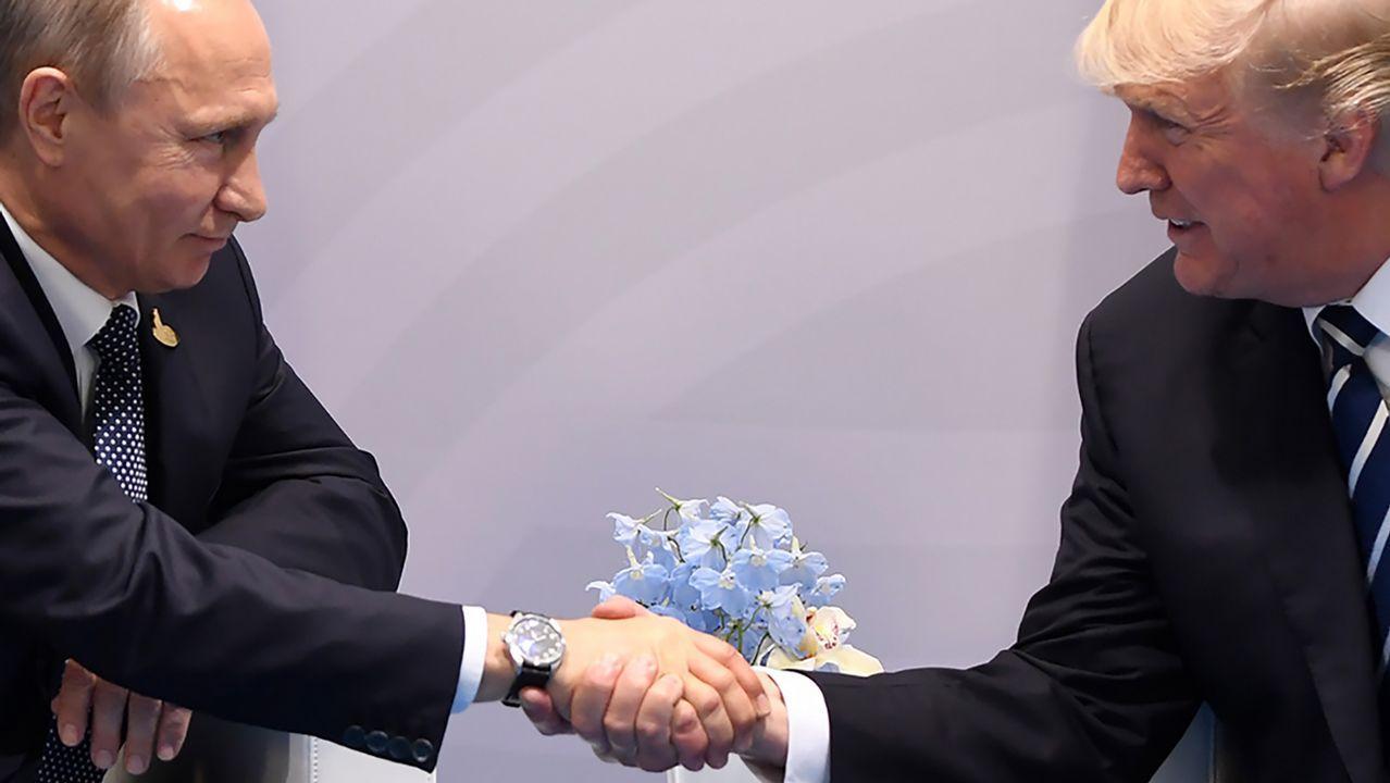 El apretón de manos entre Trump y Putin.Donald Trump