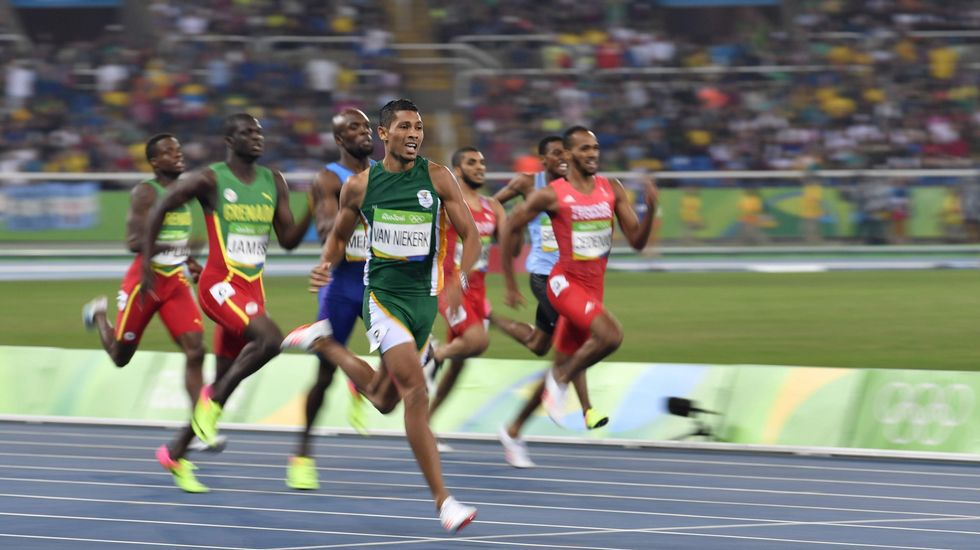 Van Niekerk batió en Río el récord del mundo de los 400 metros que poseía Michael Johnson desde 1999, lo que le sirvió para conseguir su único oro en estos juegos