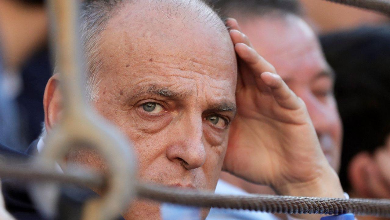 Rubiales: «Se ha cumplido mi compromiso con el fútbol español».Diego Delgado, en el centro, con Felipe Martín y Javier Tebas