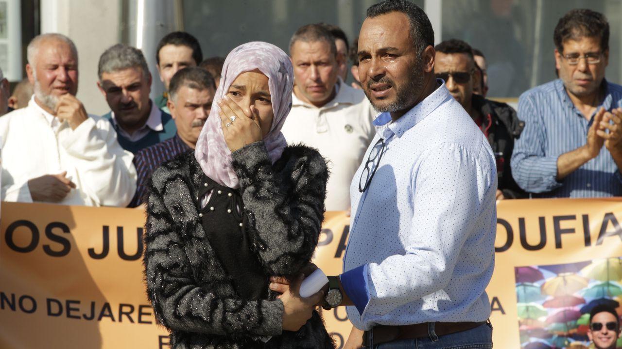 Concentración pidiendo justicia por la muerte de Soufian en Salceda.Martin Sheen, en la casa de su padre en Parderrubias