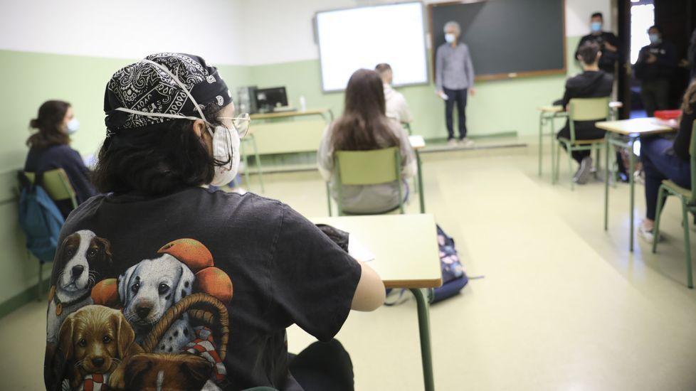 Alumnos de segundo de bachillerato del IES Rosalía de Castro de Santiago, en clase estas últimas semanas. Los estudiantes que más acudieron a clase han sido precisamente los que tienen las notas más altas