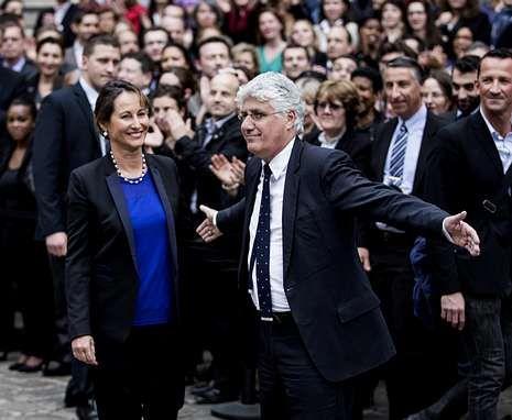 Royal y su predecesor, Philippe Martin, al asumir su cargo de ministra de Ecología y Energía.