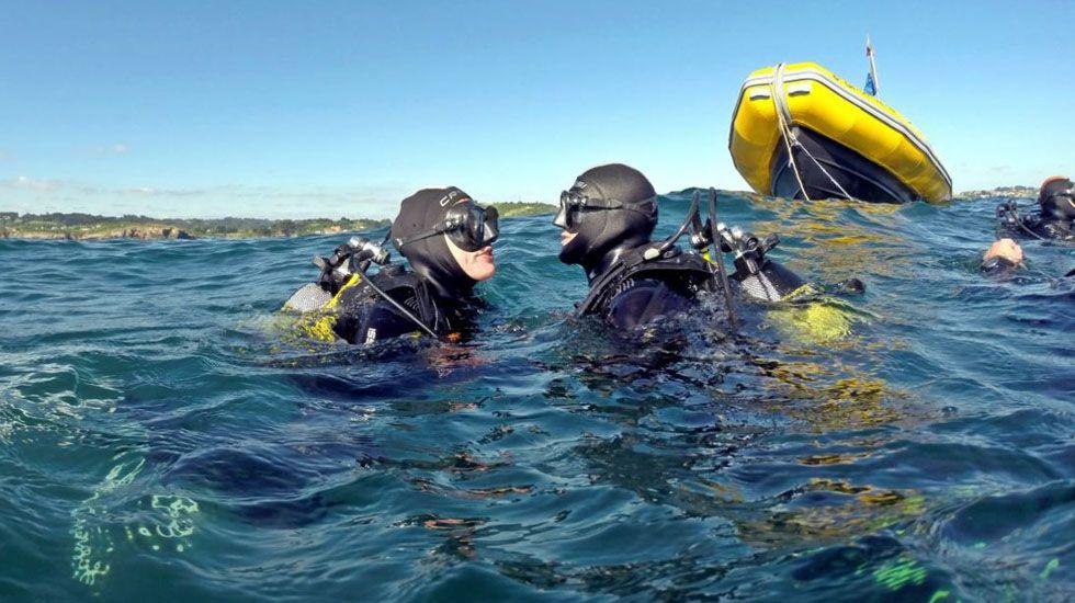 Un grupo de submarinistas realiza una inmersión frente a la costa de Asturias.Un grupo de submarinistas realiza una inmersión frente a la costa de Asturias
