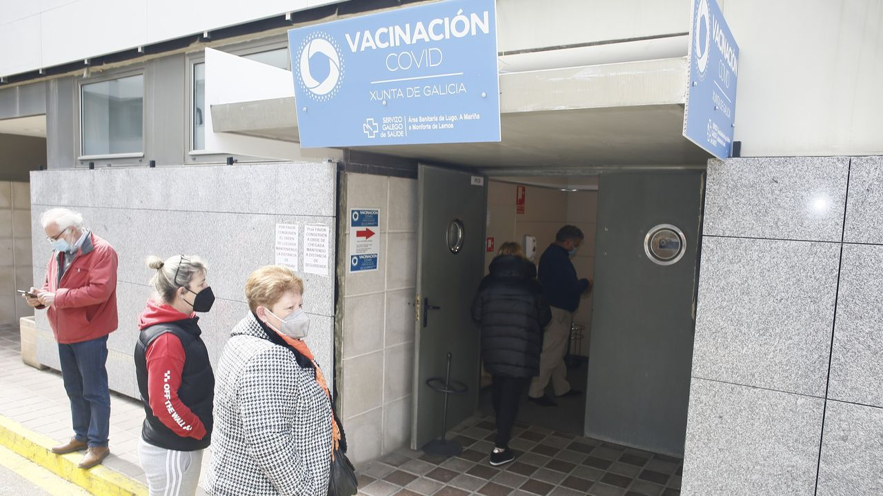 Punto de vacunación covid-19 en el hospital de Burela