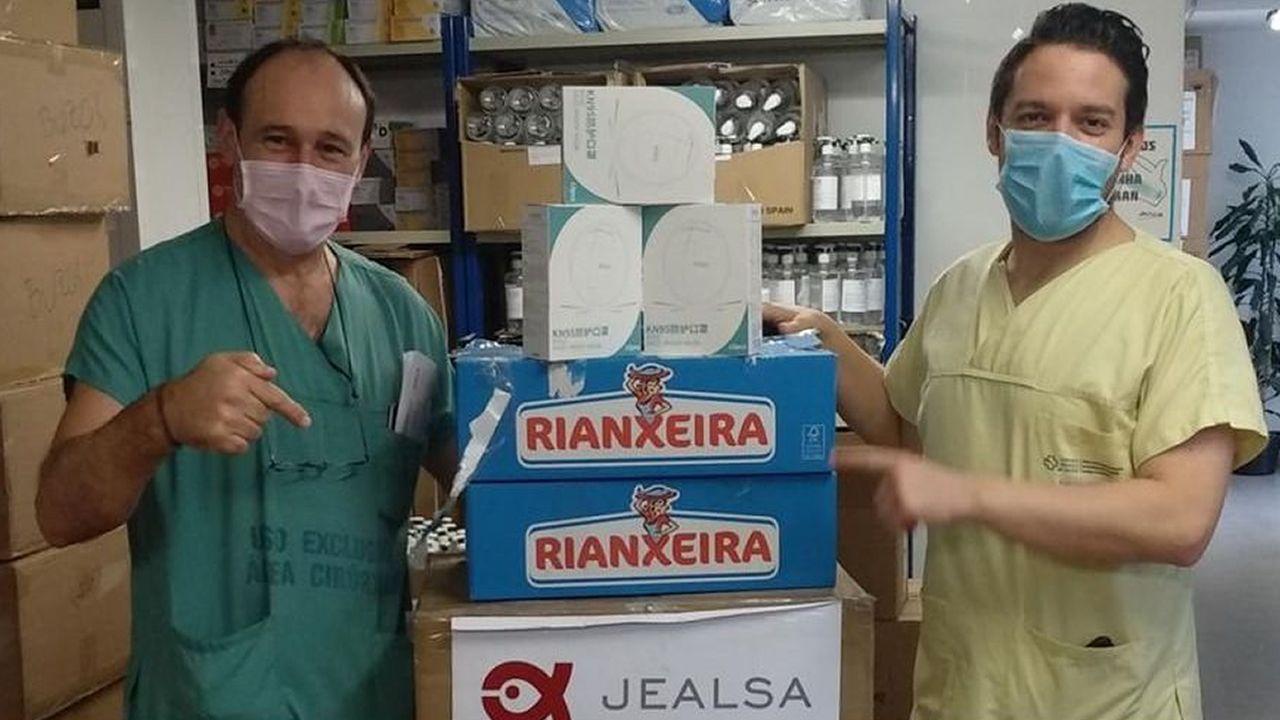 Entrega de mascarillas efectuada por Jealsa al área sanitaria de Santiago y Barbanza en mayo del pasado año
