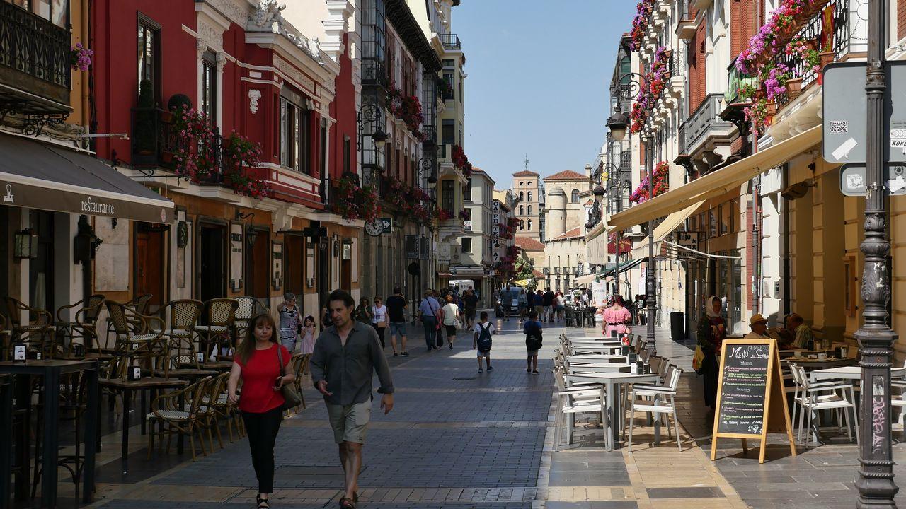 Vista de una calle peatonal en León