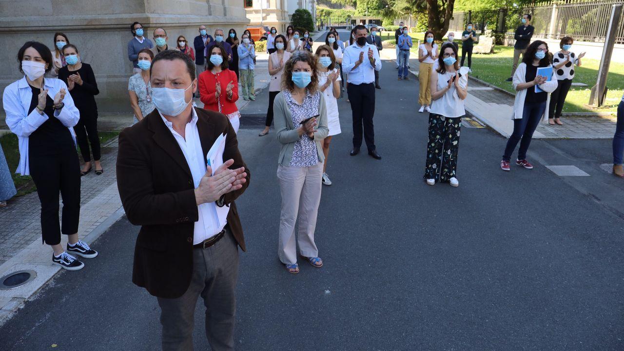 Concentración y minuto de silencio en recuerdo de las víctimas del coronavirus en San Caetano