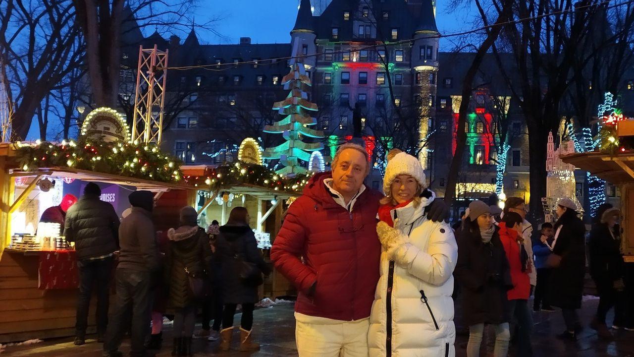 alvedro.Alberto Molares, propietario de la Casa do Castelo de Andrade (Pontedeume), y su mujer, Eugenia Fernández, en Quebec (Canadá), la pasada Navidad