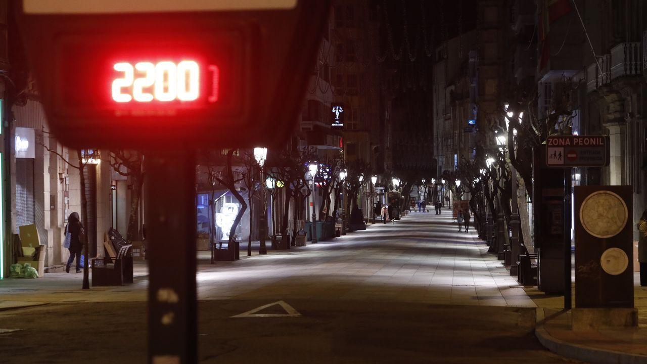 La trayectoria de Emilio Cuesta, en fotos.La calle del Paseo de Ourense prácticamente desierta en el momento exacto en el que entró en vigor el toque de queda