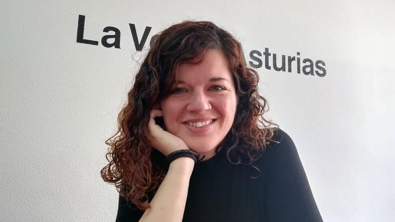Un centenar de personas evita el desahucio de una mujer de 72 años en Gijón.Sofía Castañón