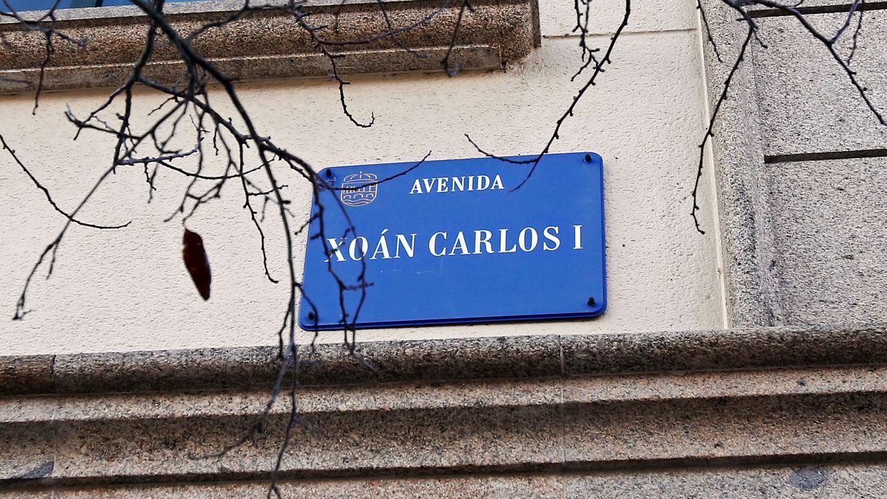Voz Natura en el colegio Torre-Cela de Bueu.Placa de la avenida de Juan Carlos I, hoy avenida de Virxinia Pereira Renda, en Pontevedra