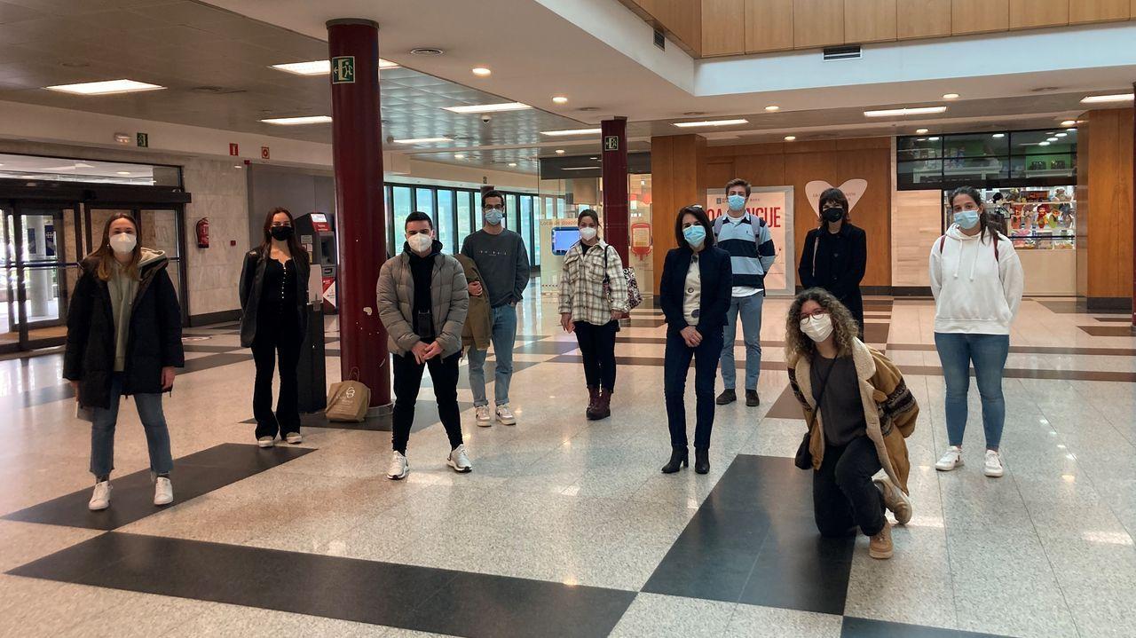 Estudiantes de la USC que participan en el proyecto de voluntariado, en el Hospital Clínico