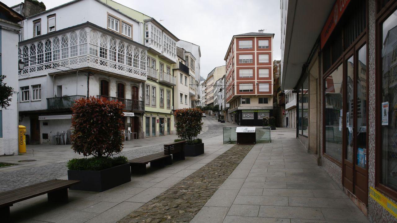 Calle desierta en Viveiro