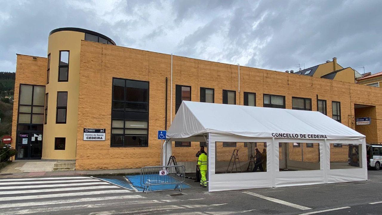 Algunos locales, como el café Lusitania, de Ferrol, ya tienen el código QR y el cartel con el aforo máximo permitido en la terraza