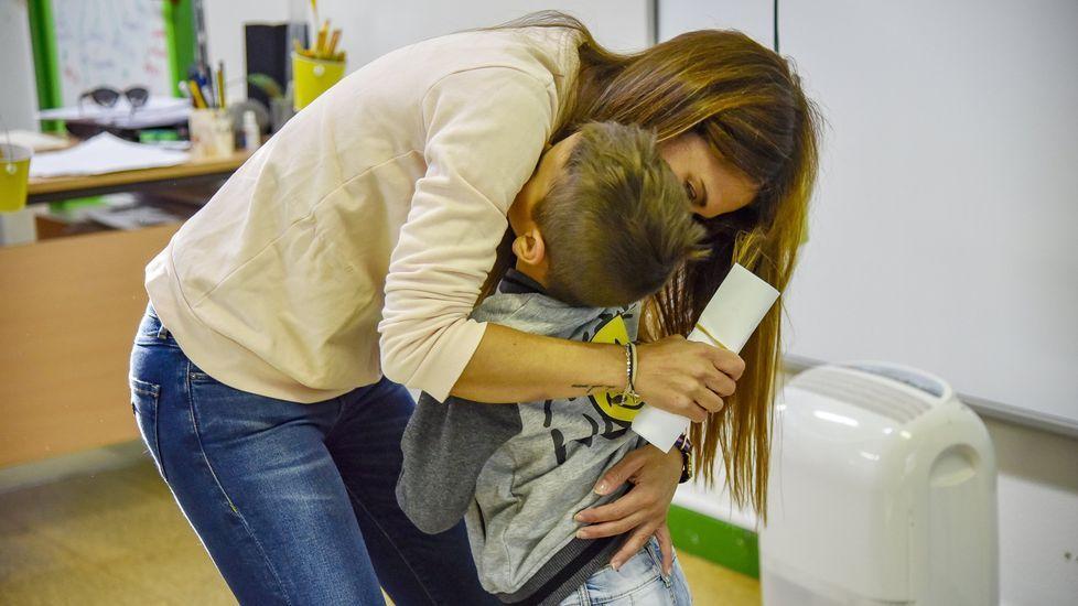 Una inundación obliga a suspender las clases en el IES de Arzúa.Saber dar un abrazo cuando se necesita es propio de una persona con «soft skills»