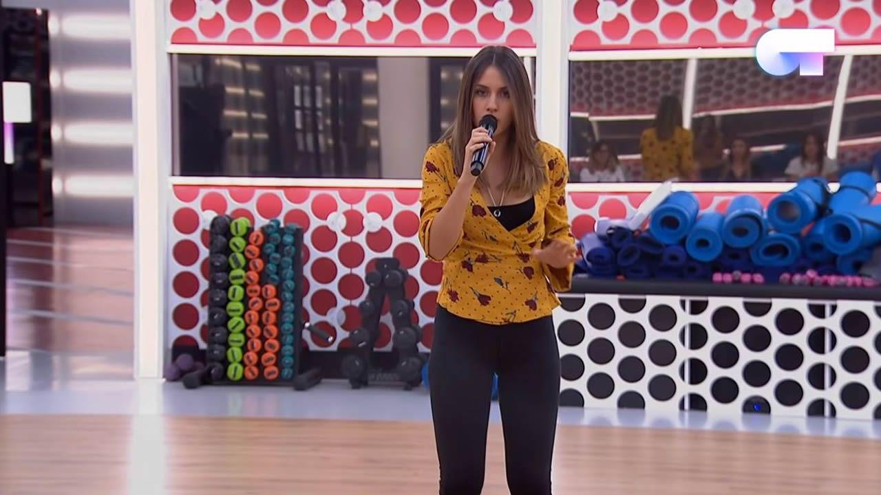 «Benditas feridas» interpretada por Sabela Ramil.Sabela cantó en gallego el tema «Benditas feridas»