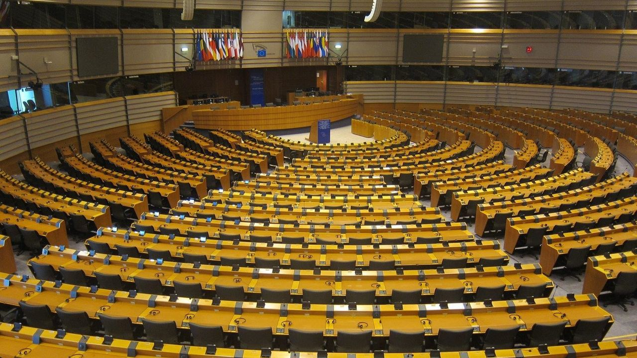 Moreno Bonilla y Ximo Puig instan al Gobierno a rectificar sus criterios para que sus territorios accedan a la fase 1.Sala de plenos del Parlamento Europeo en Bruselas