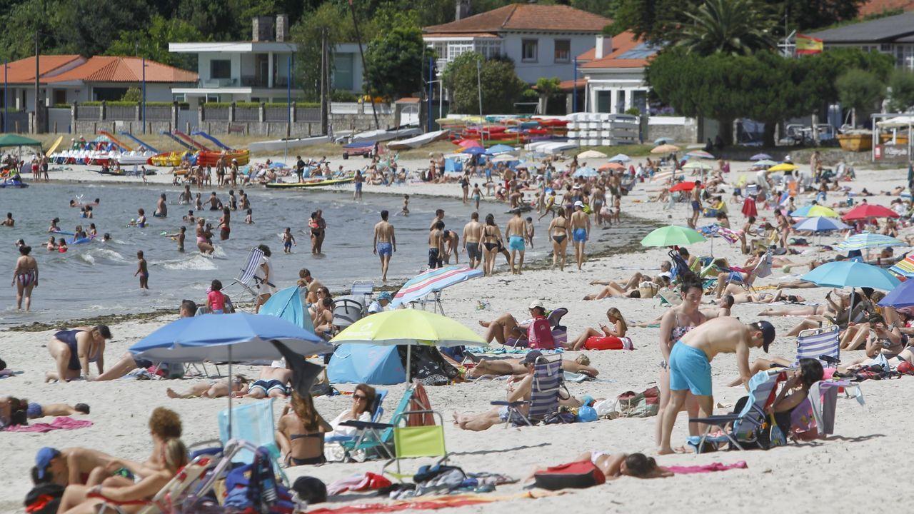 Gente con segunda residencia en la zona de la playa de A Madalena, en Cabanas, se empadronó para conseguir la tarjeta de residente y poder aparcar