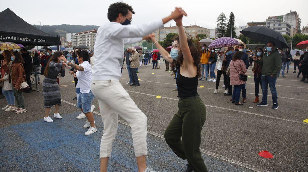 La orquesta Marbella hace bailar a Marín.Taller formativo en uso de desfibriladores y primeros auxilios para el personal del Parque Nacional Illas Atlánticas