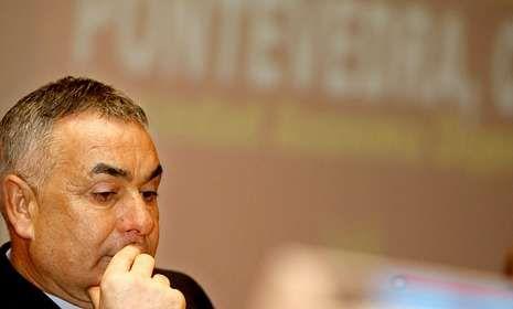 Nino Mirón, en una junta de accionistas cuando era presidente del Pontevedra.