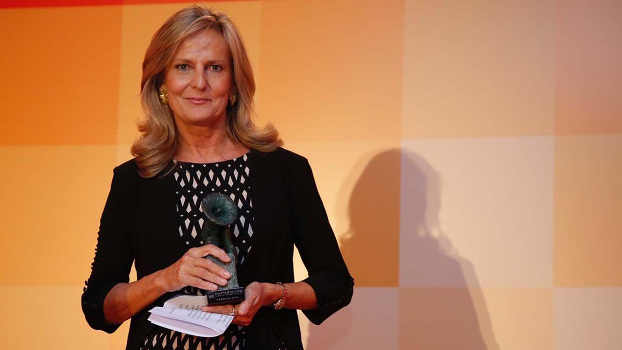 araujo.Isabel San Sebastian recogiendo un premio en 2016