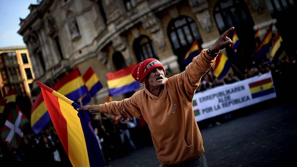 Las redes sociales se saturan con la abdicación del rey.El arzobispo sudafricano Desmond Tutu recoge de Artur Mas el vigésimo sexto Premio Internacional de Cataluña en reconocimiento a su defensa de los oprimidos y los derechos humanos.