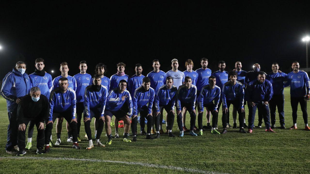 Aniversario futbolístico en Verín.El cuadro verinés abrió el marcador a balón parado