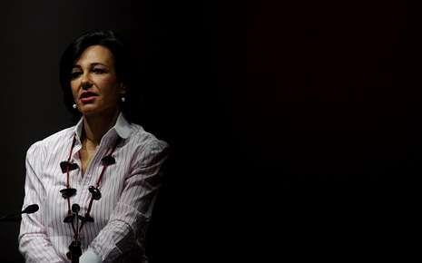 Ana Botín se estrena en Santander.Ana Patricia Botín llega a la presidencia a los 53 años de edad.