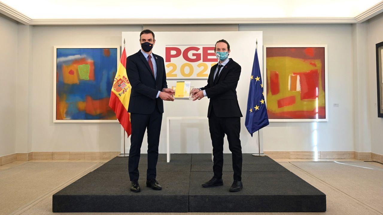 El presidente del gobierno, Pedro Sánchez), y el vicepresidente segundo, Pablo Iglesias, en la presentaciòn de los Presupuestos