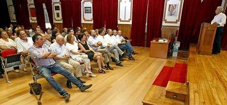 Luis Álvarez explicó en la asamblea sus proyectos para dinamizar la vida interna del partido.