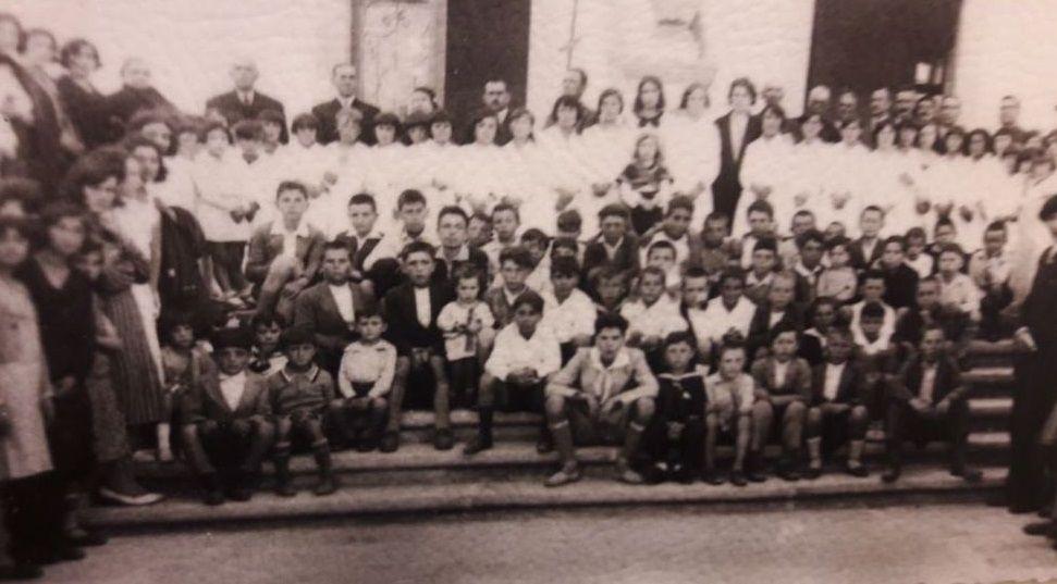 Inauguración de la escuela de San Ciprián, donde se recitó un poema de Leoncio López de las Casas