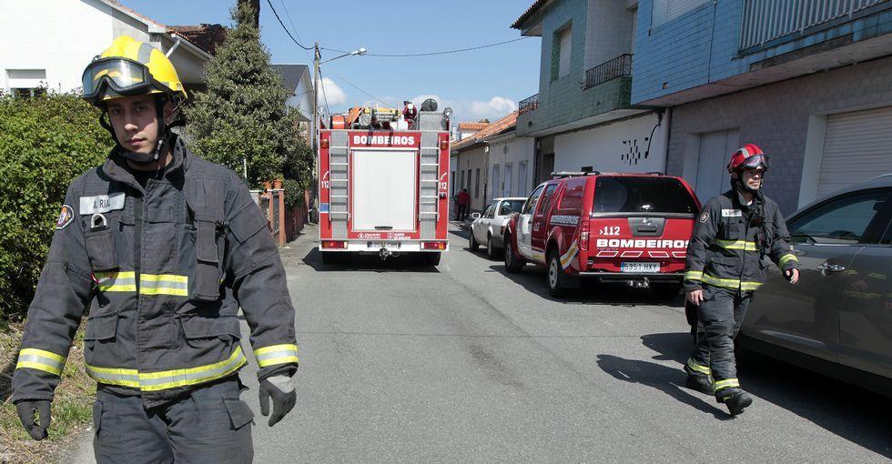 Emoción e creación na entrega dos Premios Asunción Antelo.Tanto los bomberos como Protección Civil acudieron a Vilaxoán para auxiliar al vecino    .