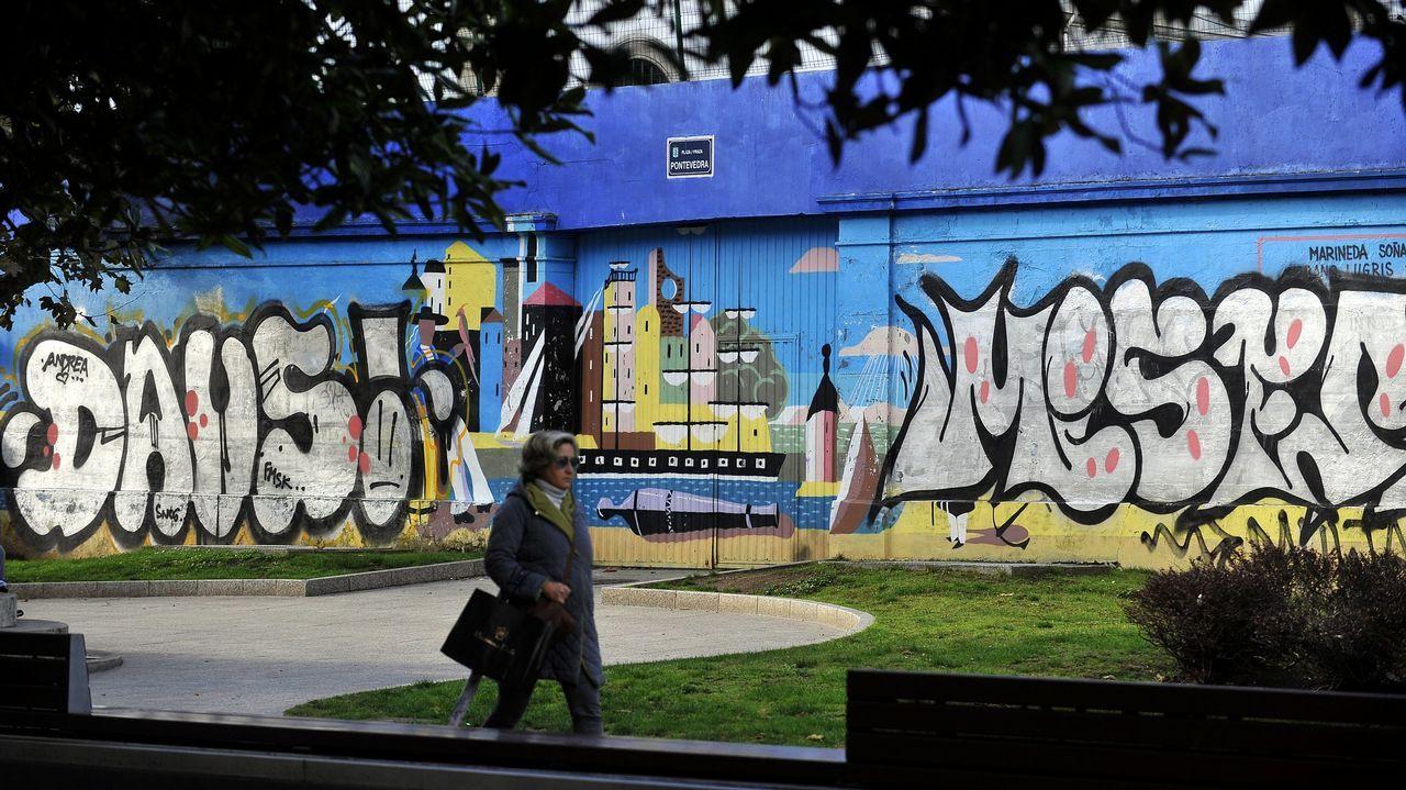 Grafitis en el mural de Urbano Lugrís en noviembre del 2018.