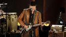 El cantante Neil Young en un concierto en el 2015 en honor a Willie Nelson, en Washington