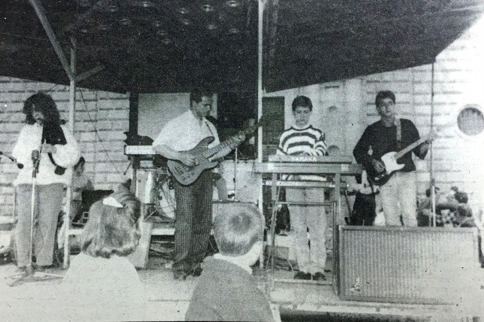 Los cuatro componentes de Brigancia en 1991, durante un concierto en Monforte