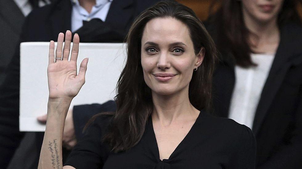El gesto de Angelina Jolie.Brad Pitt y Angelina Jolie de cera, en el museo de Berlín