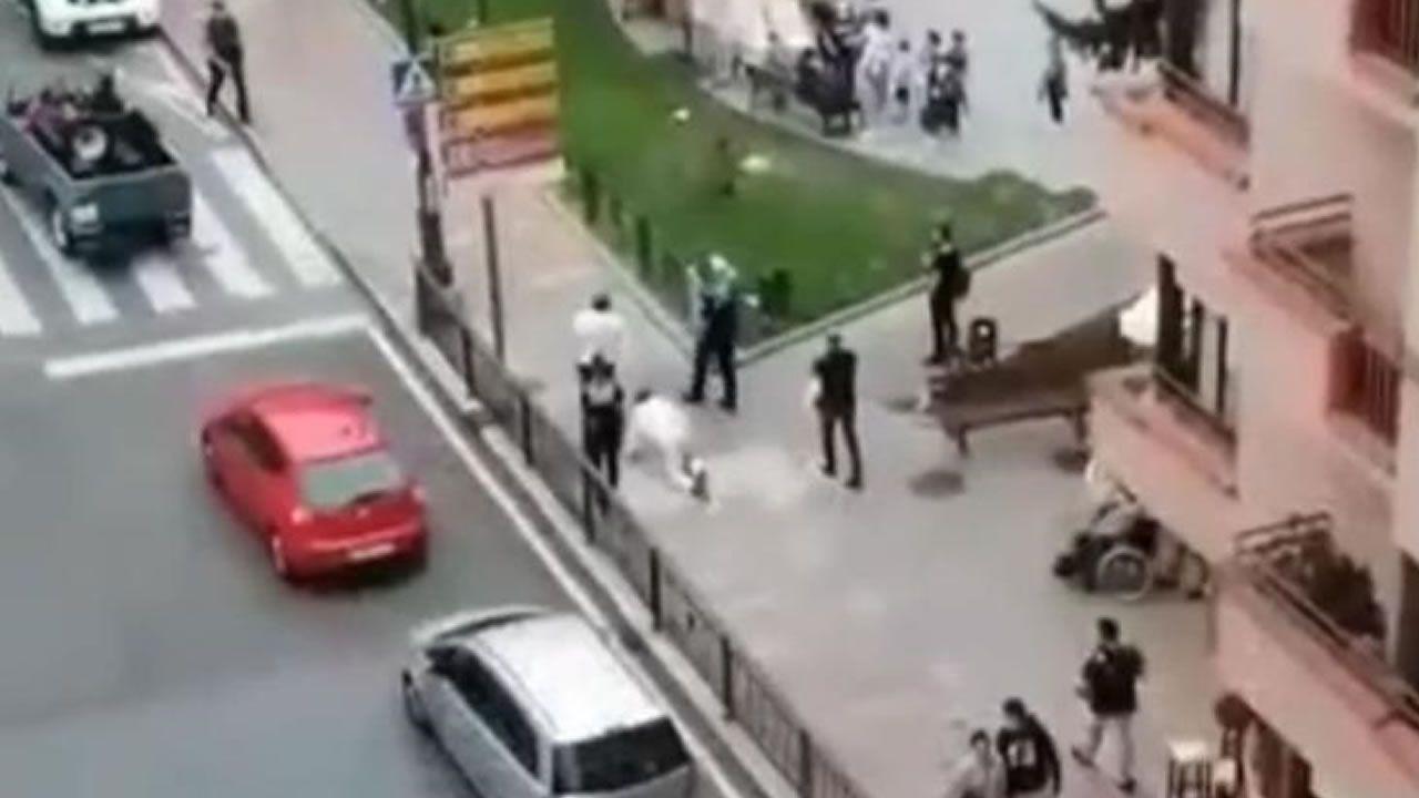 Dos turistas fingen ser perros para no colocarse la mascarilla en Cangas de Onís