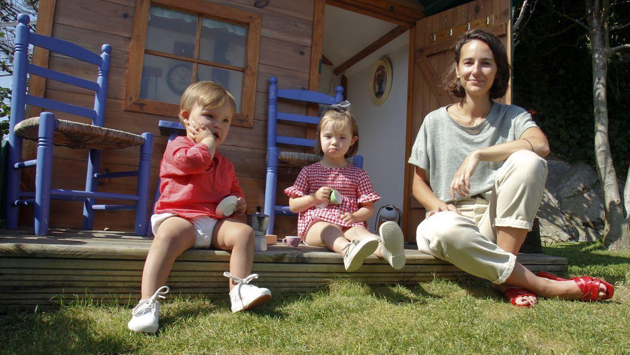Regata de piragüismo en Castrelo de Miño.Mariana de Ugarte, con sus dos hijos, Mariana y Jaime, de cuatro y dos años