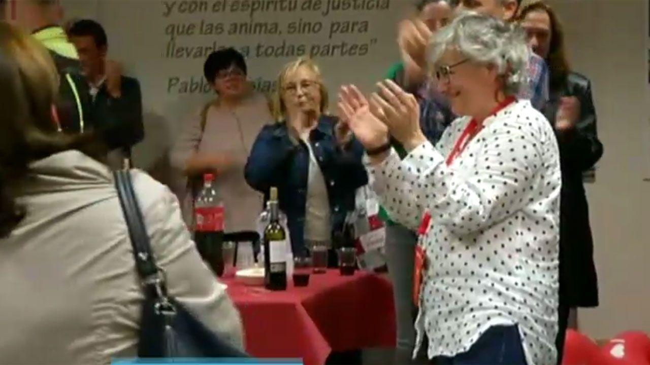 Grado de deportes en el campus de mieres.Ana González celebra los resultados electorales en la Casa del Pueblo