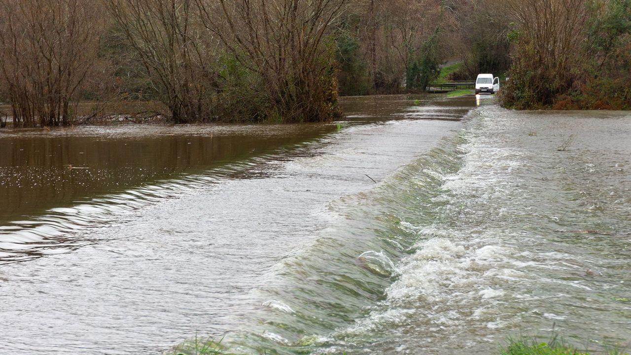 Desbordamiento del río Xuvia a su paso por San Sadurniño