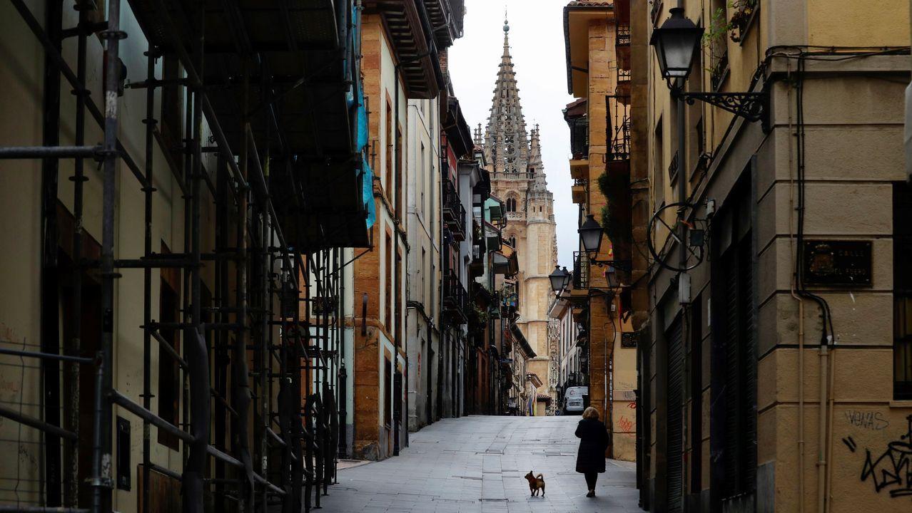 pantano, Corvera.Vista de la calle Mon, en la zona antigua de Oviedo